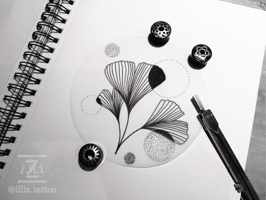 delicate-linework-dotwork-ginko-leave-tattoodesign-by-illiz-tattoo-tattooartist-mallorca-hamburg