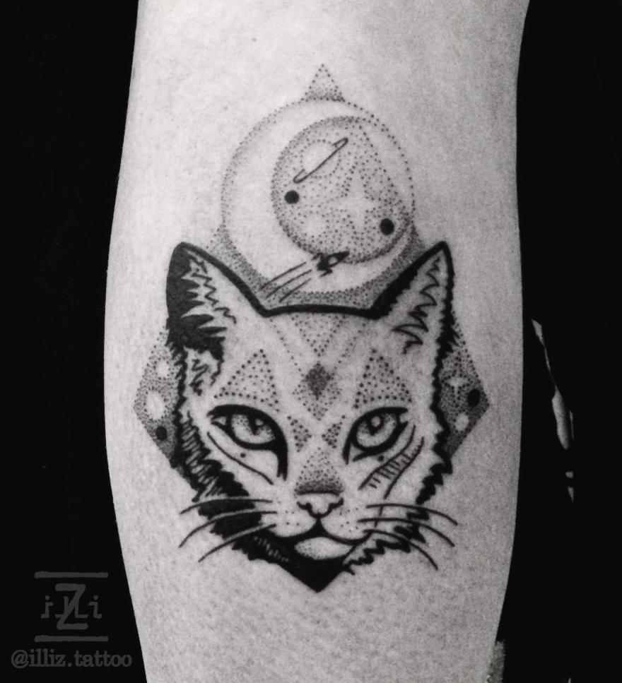 space-cat-tattoo-cattattoo-dotwork-dotworktattoo-nightsky-illiz-tattooartist-mallorca-hamburg